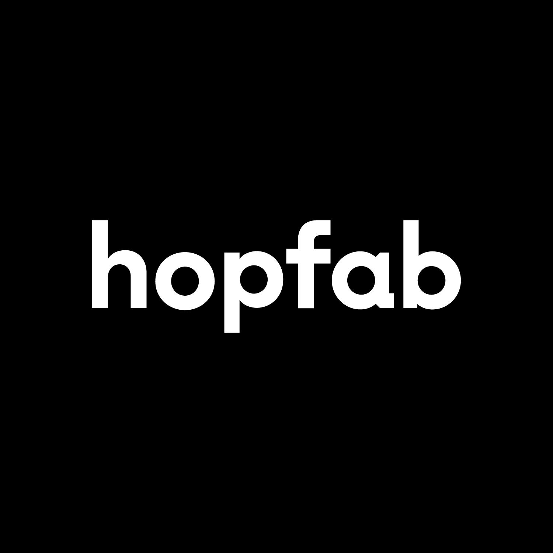 HOPFAB_CIRCLE_FOND_KAKI_HOPFAB_LOGOTYPE_